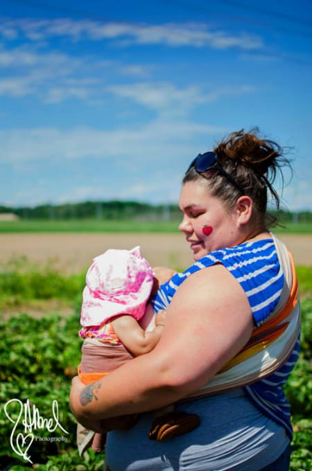 plus size woman shamed for breastfeeding in public