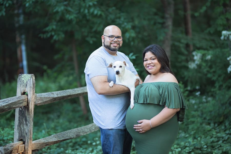 plus size couple in maternity photos